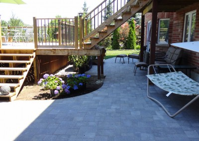 thestoneman.ca-Permacon_Trafalgar_patio